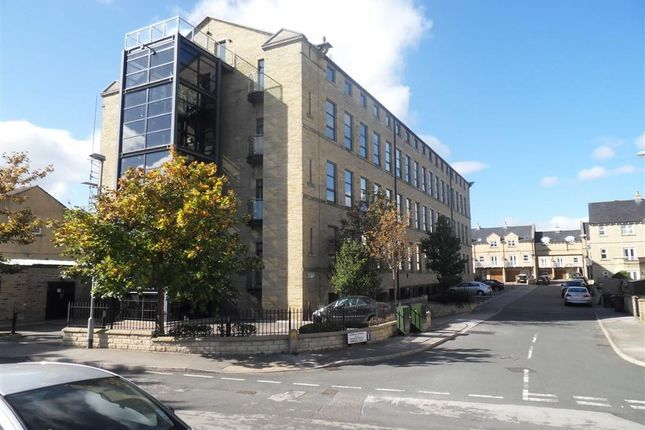 2 bed flat to rent in Cavendish Court, Drighlinton, West Yorkshire