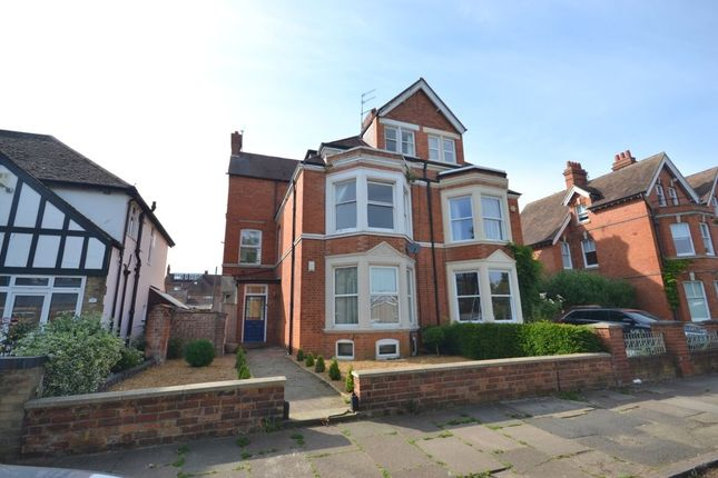 Flat to rent in The Drive, Northampton