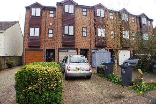 Thumbnail Room to rent in Little Pembrokes, Downview Road, Worthing