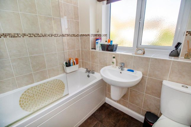 Family Bathroom of The Hedgerows, Lychpit, Basingstoke RG24