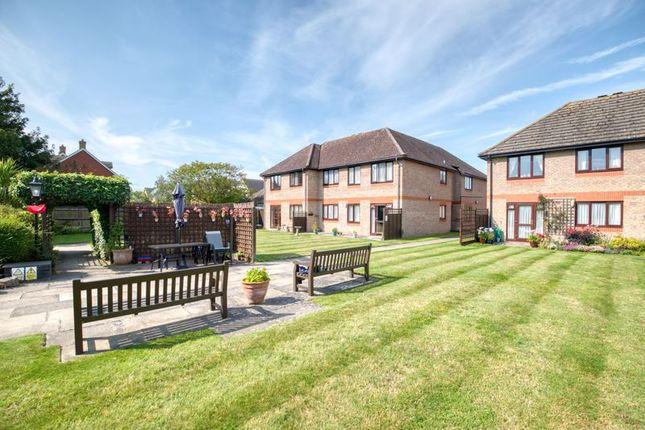 Thumbnail Flat for sale in Field House, Littlehampton