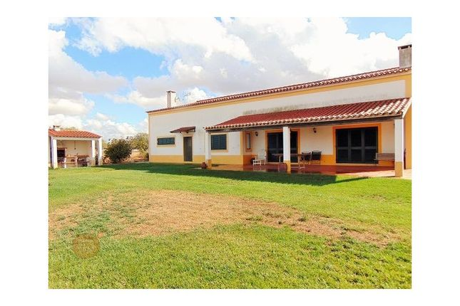 6 bed detached house for sale in Ferreira Do Alentejo E Canhestros, Ferreira Do Alentejo E Canhestros, Ferreira Do Alentejo