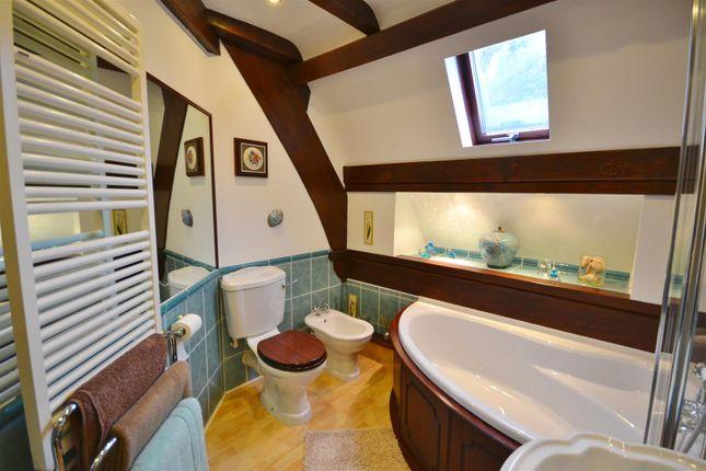 Bathroom of Brook, Laugharne, Carmarthen SA33