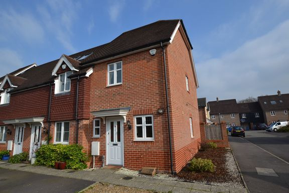 Thumbnail End terrace house to rent in Tithing Road, Fleet