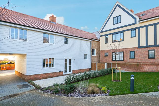 Thumbnail Maisonette for sale in Chestnut Mews, Coppice Row, Theydon Bois, Epping