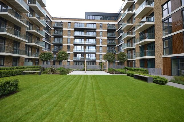 Thumbnail Flat to rent in Duncombe House, Royal Arsenal Riverside, London