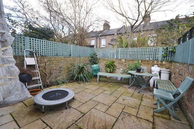 3 bed cottage to rent in Lothrop Street, Queens Park, London