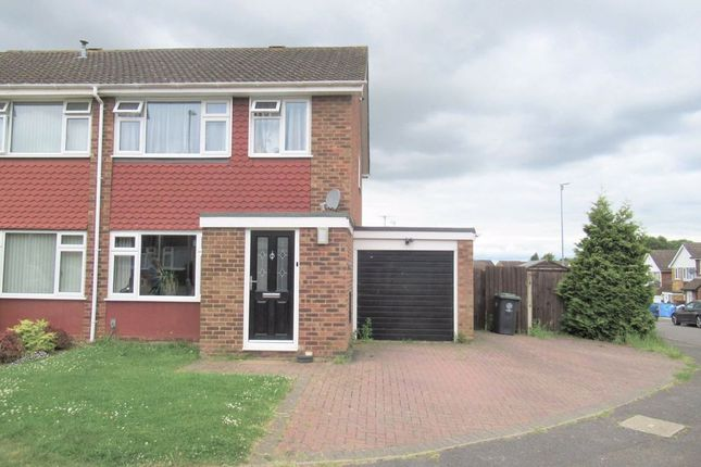 3 bed semi-detached house to rent in Oaks Drive, Higham Ferrers, Northamptonshire NN10