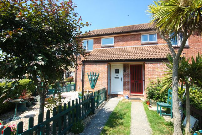 Flat for sale in The Woodpeckers, Weymouth