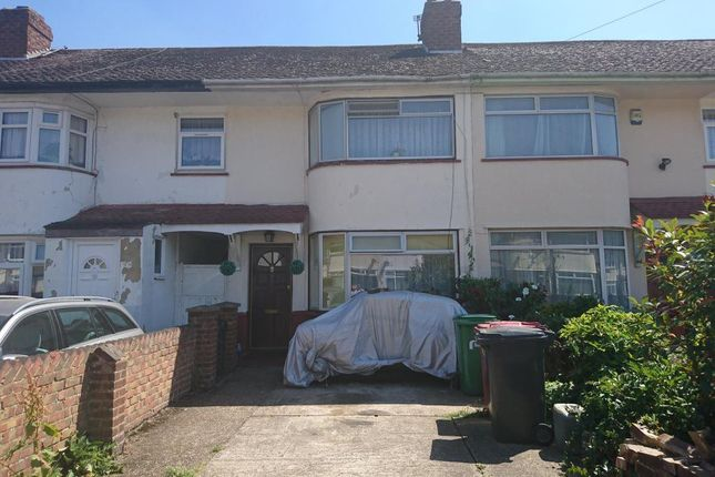 Thumbnail Property to rent in Lewins Way, Cippenham, Slough