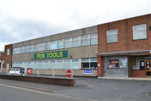 Office to let in Individual First Floor Office Suites Pen Tools Building Fara