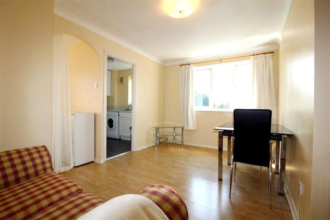Thumbnail Flat to rent in Lowestoft Drive, Slough, Berkshire