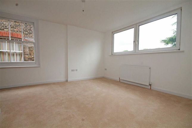 Studio to rent in The Avenue, Berrylands, Surbiton
