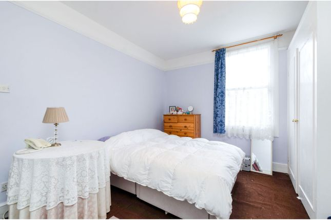Bedroom of Chatsworth Avenue, London SW20