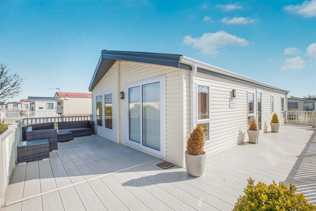 Thumbnail Mobile/park home for sale in Burgh Road, Skegness
