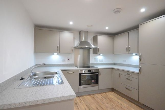Thumbnail Flat to rent in Outfield Crescent, Wokingham