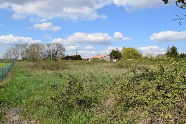 Property for sale in Montjean, Poitou-Charentes, 16240, France