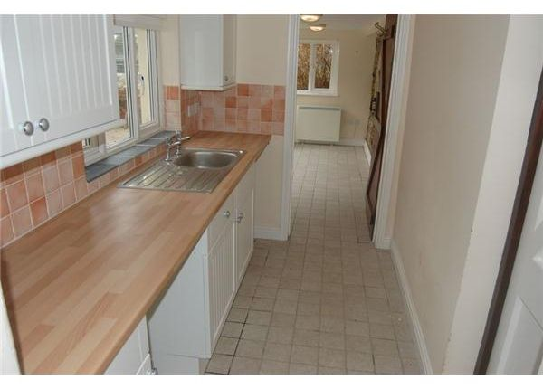 8 The Square, Pentewan Kitchen 3