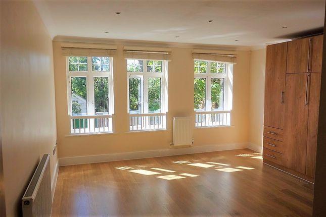 Studio to rent in Albany Park Road, Kingston Upon Thames KT2