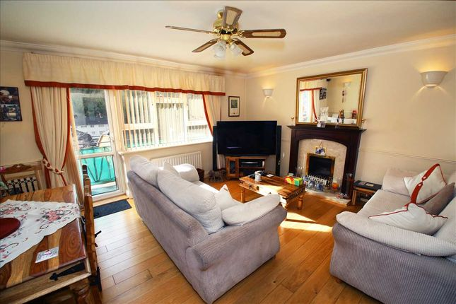 Thumbnail Flat for sale in Templeman Close, Purley