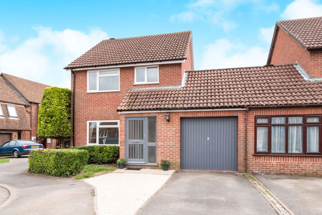 Thumbnail Link-detached house to rent in Burgess Close, Odiham