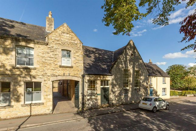 Thumbnail Town house for sale in Church Street, Bicester