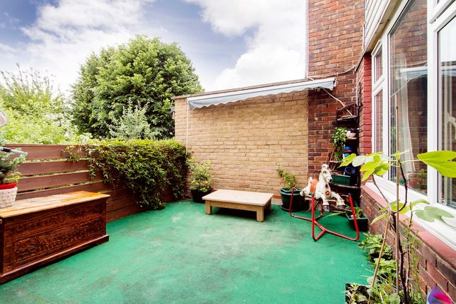 Thumbnail Flat for sale in Goldman Close, Shoreditch