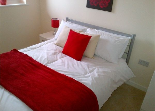 Thumbnail Flat to rent in The Junction, Slough, Berkshire