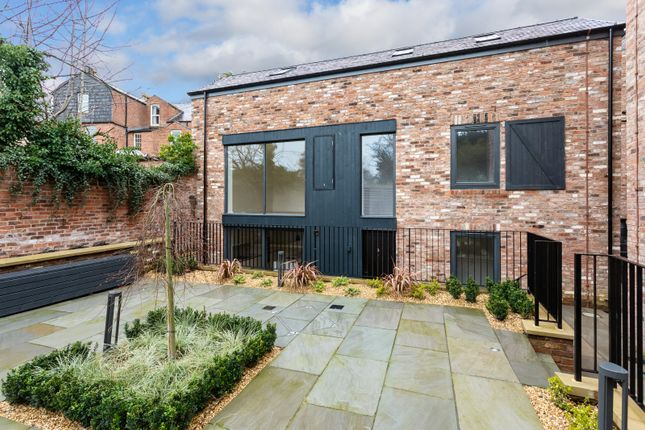 Thumbnail Detached house for sale in Highbank, Green Walk, Bowdon
