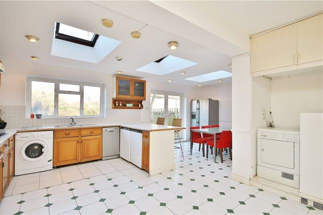 4 bed property to rent in Pleasance Road, London