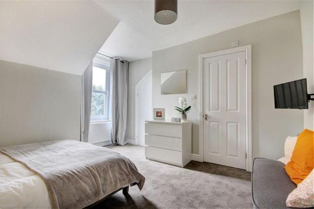 Thumbnail Room to rent in Croft Road, Swindon