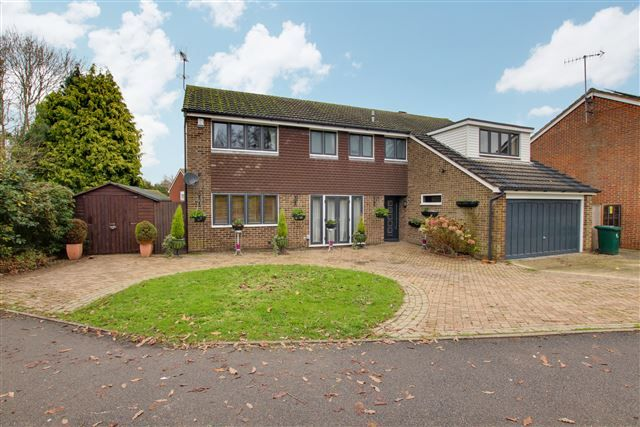 Thumbnail Detached house for sale in Pembroke Road, Pound Hill, Crawley
