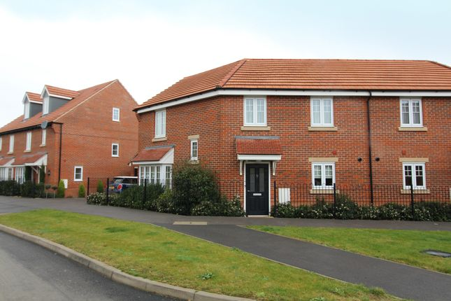 Thumbnail Semi-detached house to rent in Greenfinch Road, Didcot, Oxon
