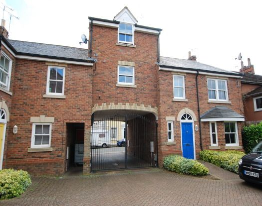 Thumbnail Flat to rent in New Road, Linslade, Leighton Buzzard