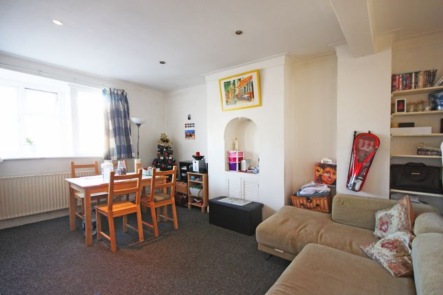 Thumbnail Flat to rent in The Triangle, Kingston Upon Thames