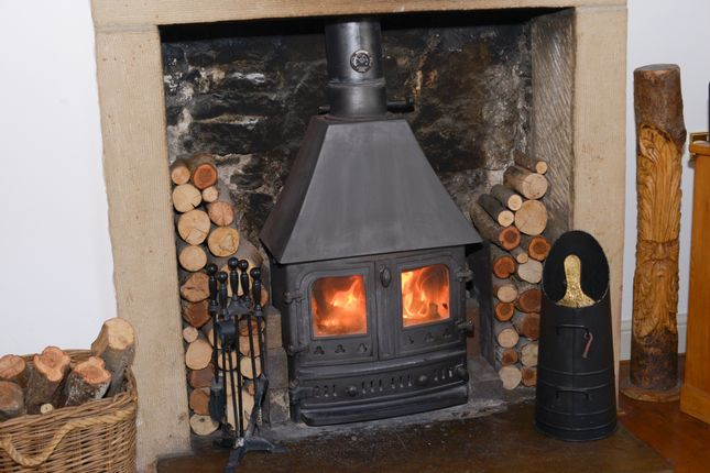 Snug Fire of Foolow, Eyam, Hope Valley S32