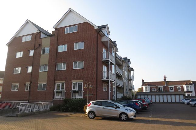 Thumbnail Flat for sale in Vista Road, Clacton-On-Sea