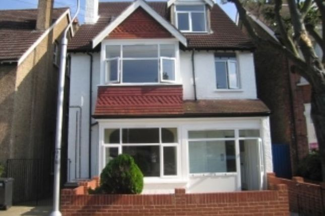 Flat to rent in Blenheim Park Road, South Croydon