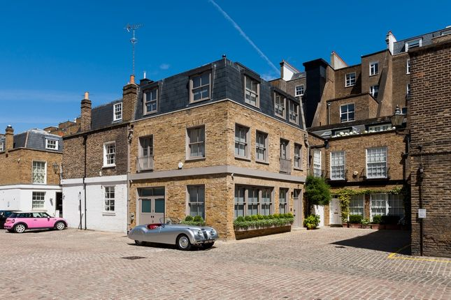 Thumbnail Property to rent in Queen's Gate Place Mews, London