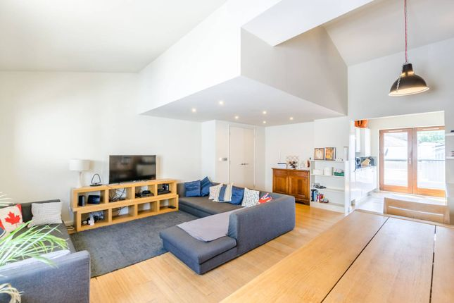 Thumbnail Flat for sale in Waterson Street, Shoreditch