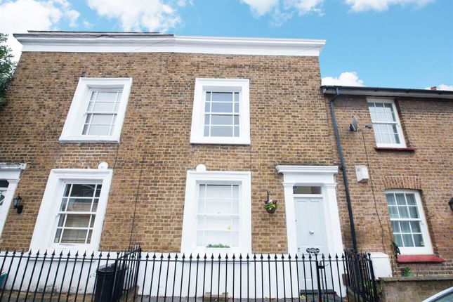 Thumbnail Cottage to rent in Linkfield Road, Isleworth
