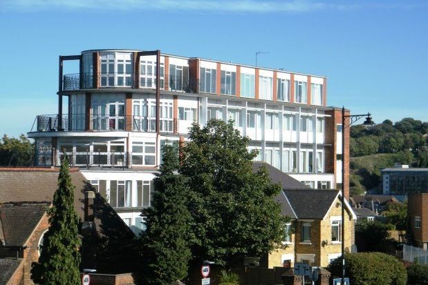 Thumbnail Flat to rent in New Road Avenue, Chatham