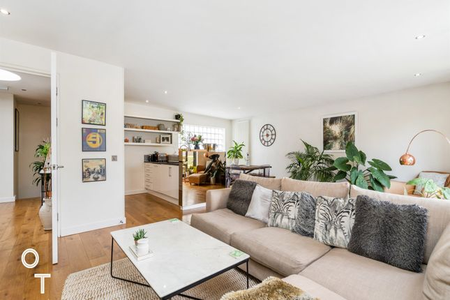 Thumbnail Flat for sale in Rochester Place, Camden