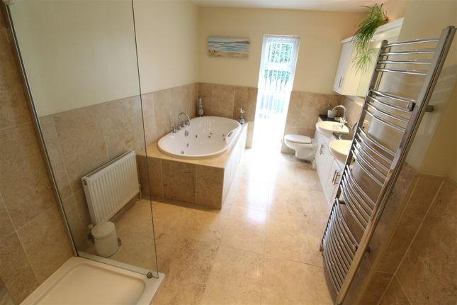 Bathroom of Chanterlands Avenue, Hull HU5