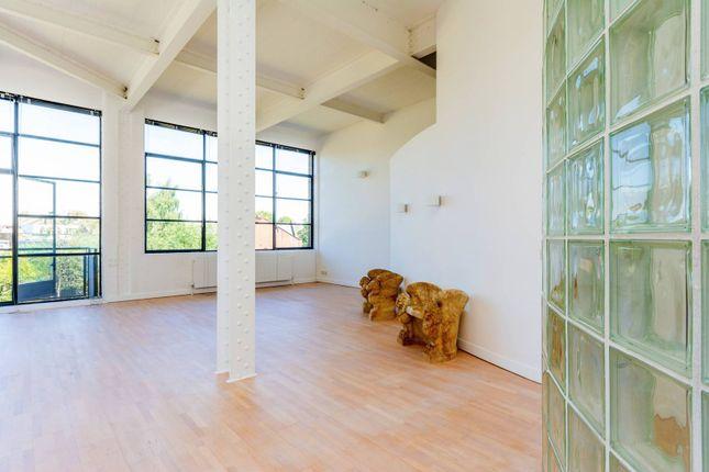 Thumbnail Flat to rent in Chiswick Green Studios, Chiswick, London