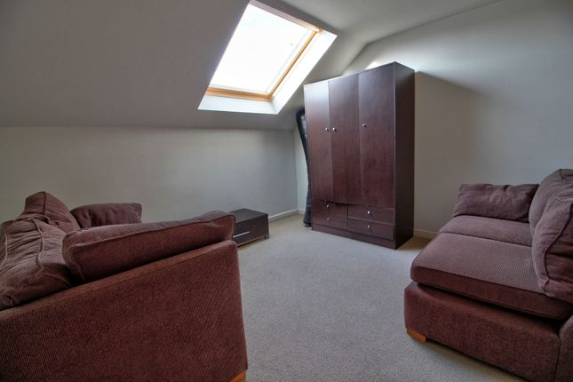 Bedroom 3 of Branagh Court, Reading RG30
