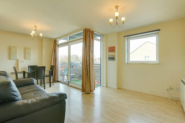 1 bed flat to rent in Fishguard Way, Docklands, London E16