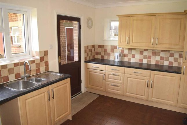 Thumbnail Semi-detached house to rent in Firsgrove Crescent, Brentwood CM14, Essex,