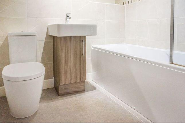 Family Bathroom of Boundary Farm Court, Scartho DN33