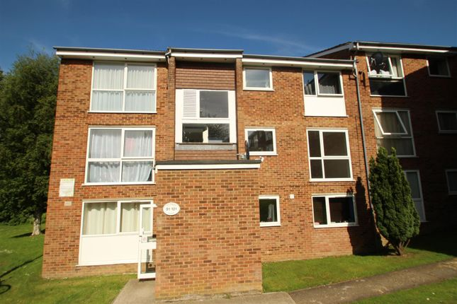 Thumbnail Flat to rent in Elstree Rd, Woodhall Farm, Hemel Hempstead